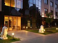 Click here for more images about Lions Garden Hotel.